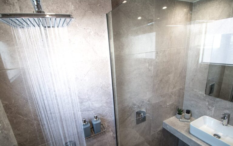 aelia bathroom