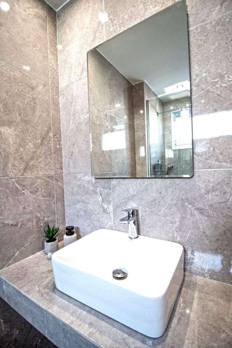 aelia suites bathroom